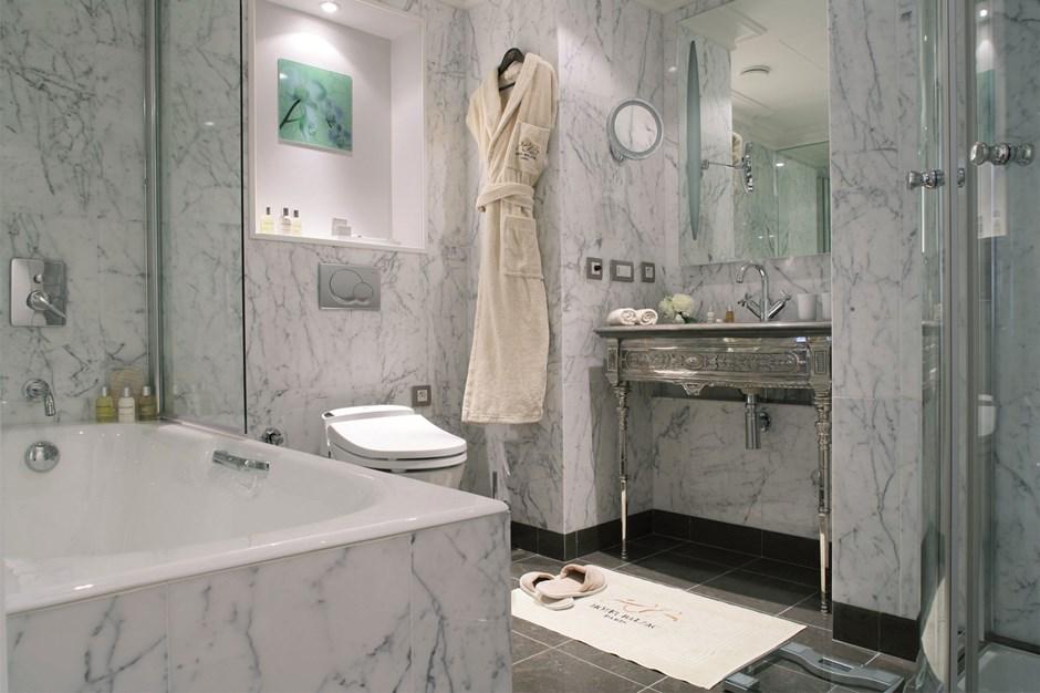 Bathroom Junior Suite Hotel Balzac Paris
